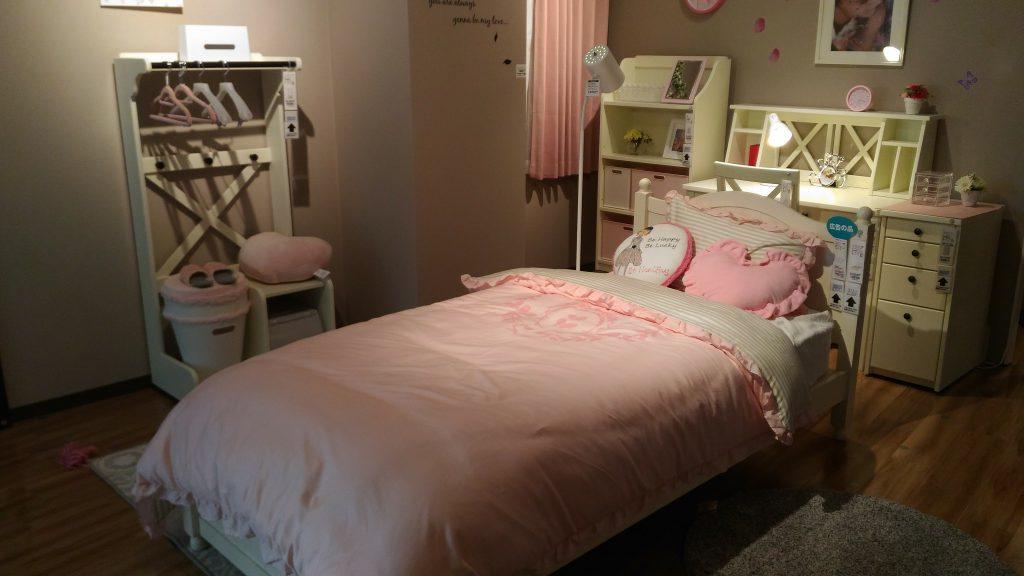 フェミニンなベッド