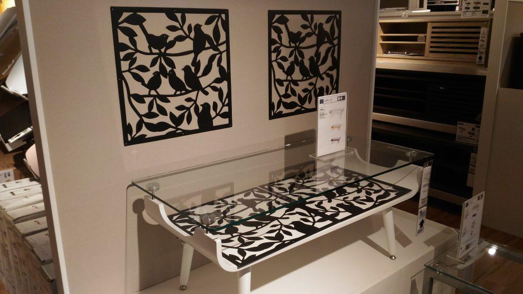 モノトーン模様のローテーブル